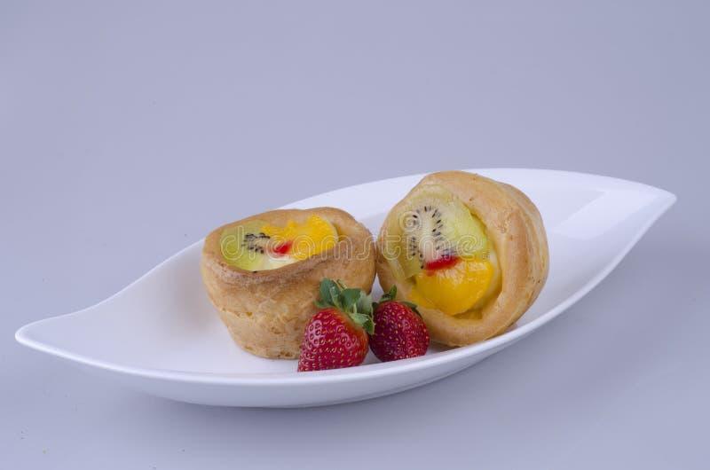 Vruchten eclairs met aardbei royalty-vrije stock foto