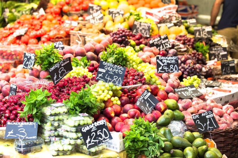 Vruchten en groenten bij een landbouwersmarkt Stadsmarkt in Lon royalty-vrije stock fotografie