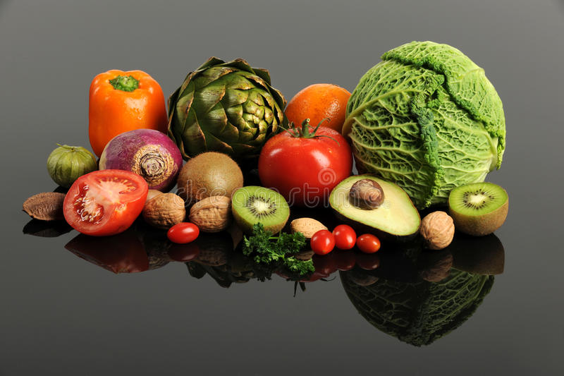 Vruchten en Groenten met Bezinning stock afbeelding