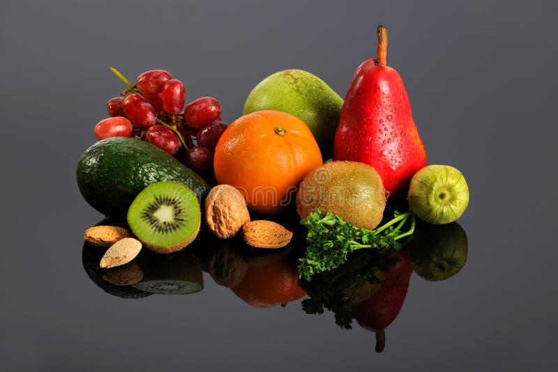 Vruchten en Groenten met Bezinning royalty-vrije stock afbeelding