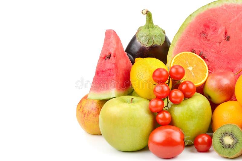 Vruchten en groenten op witte achtergrond worden geïsoleerd die Vrij ruimtef royalty-vrije stock foto's