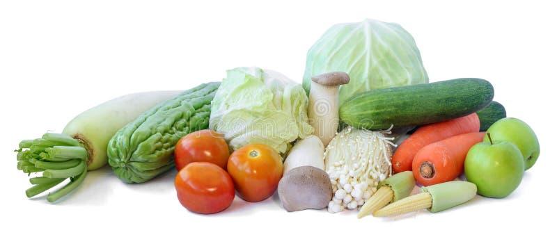 Vruchten en verse groenten op witte achtergrond stock foto