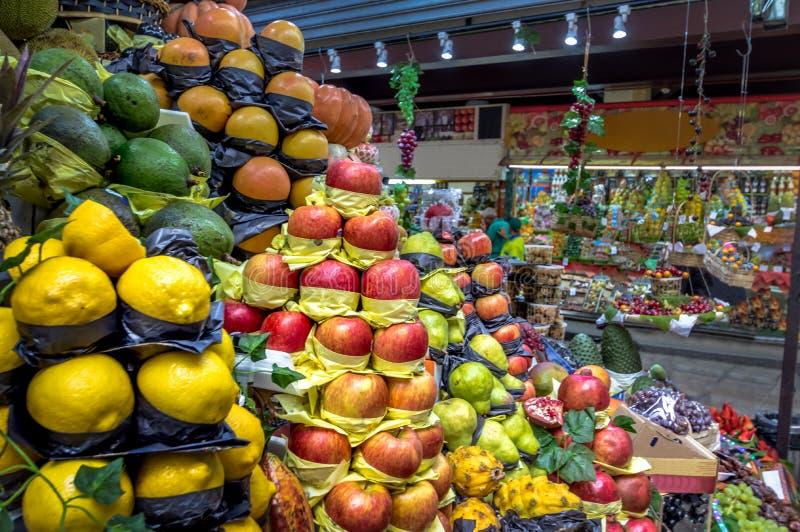 Vruchten in Gemeentelijke Markt Mercado Gemeentelijk in Sao Paulo Van de binnenstad - Sao Paulo, Brazilië stock foto's