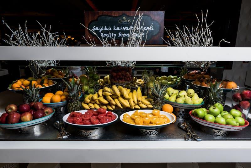 Vruchten zoals banaan, sinaasappel, granaatappel, appel royalty-vrije stock fotografie