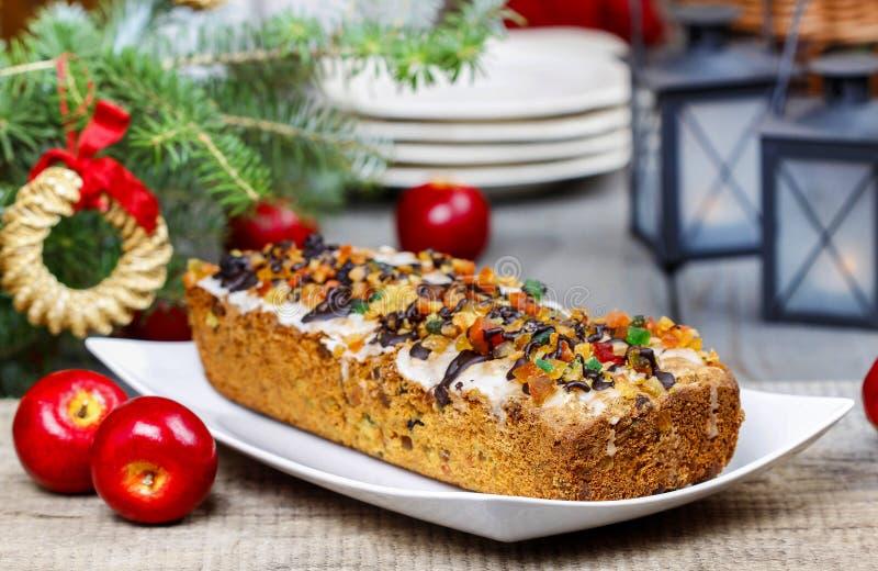 Vruchtencake met droge vruchten en noten royalty-vrije stock afbeelding