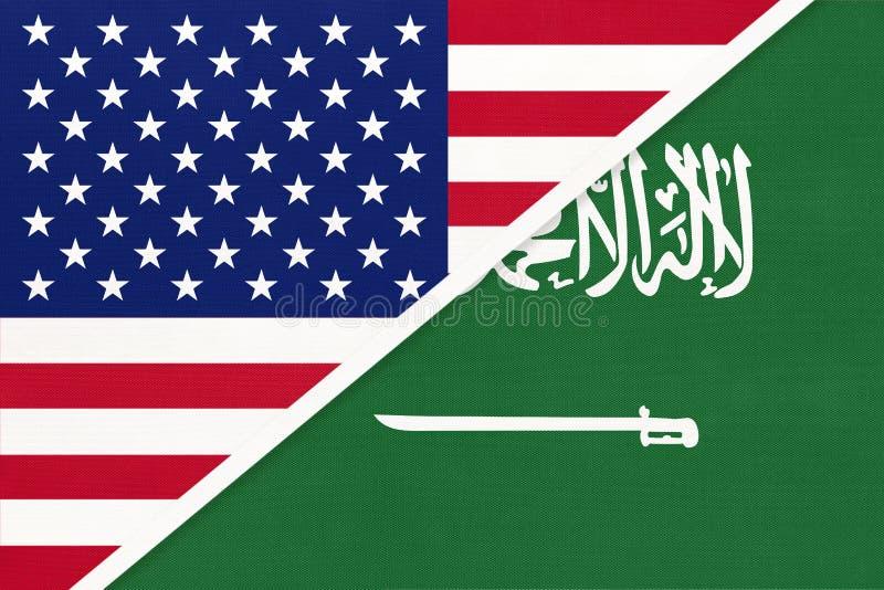VS vs Saoedi-Arabië staatsvlag van textiel Betrekkingen tussen twee amerikaanse en aziatische landen royalty-vrije stock afbeelding