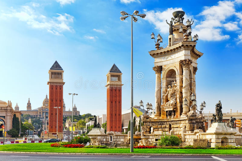 Vue à Barcelone sur Placa De Espanya image stock