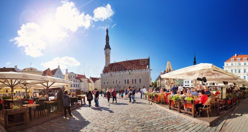 Vue à hôtel de ville de Tallinn photo stock
