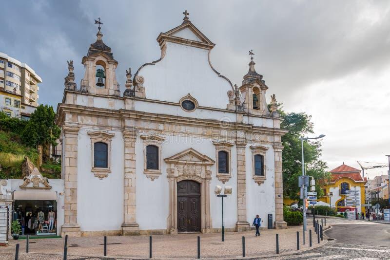 Vue à l'église d'Espirito Santo à Leiria - au Portugal image stock