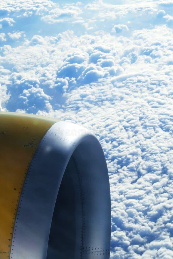 Download Vue à L'extérieur D'un Avion Photo stock - Image du mouche, nuage: 8658816
