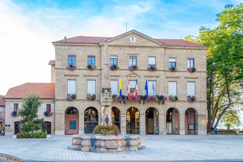Vue à l'hôtel de ville dans des les Bains - France de Thonon image stock