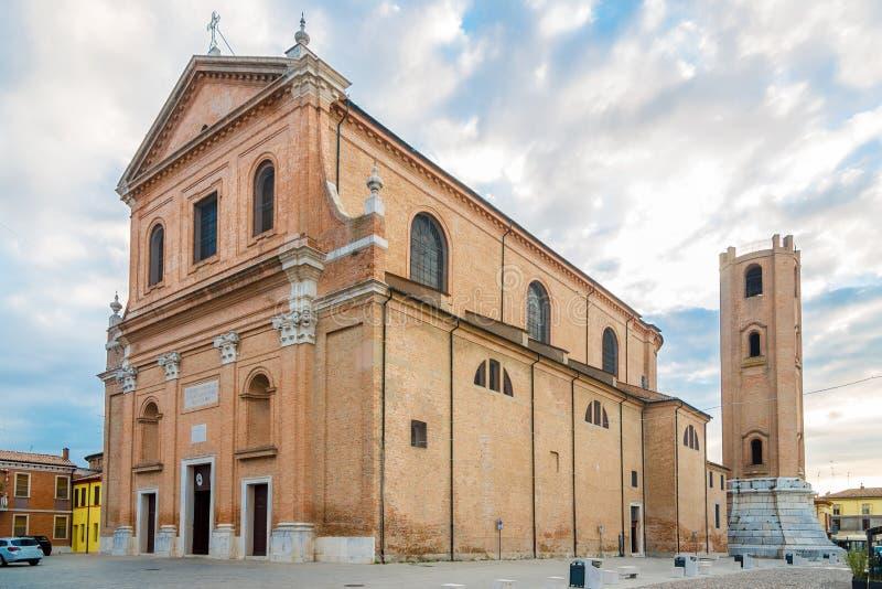Vue à la basilique de San Cassiano Comacchio - en Italie photos stock