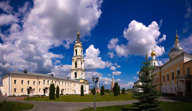 Vue à la cathédrale de l'épiphanie, à l'église de St Sergius Of Radonezh et à l'église de la présentation de la Vierge bénie dans photo libre de droits