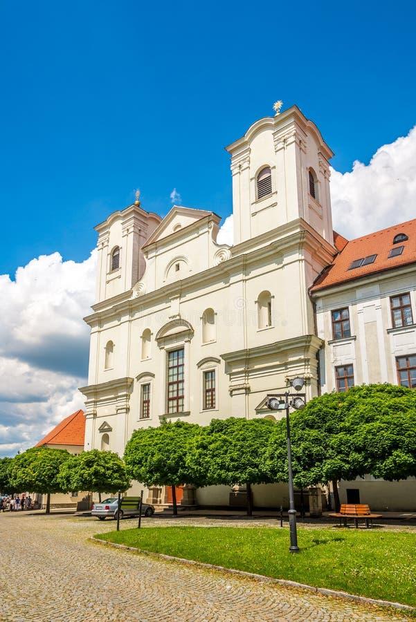 Vue à la façade de l'église de jésuites Skalica - en Slovaquie photos libres de droits