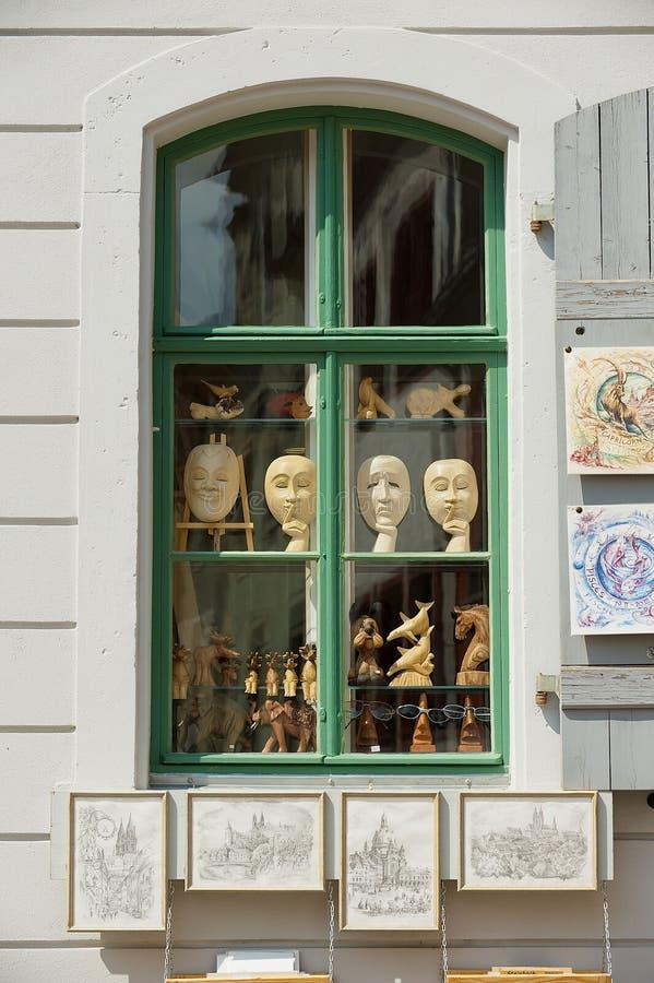 Vue à la fenêtre d'une boutique de souvenirs dans Meissen, Allemagne image libre de droits