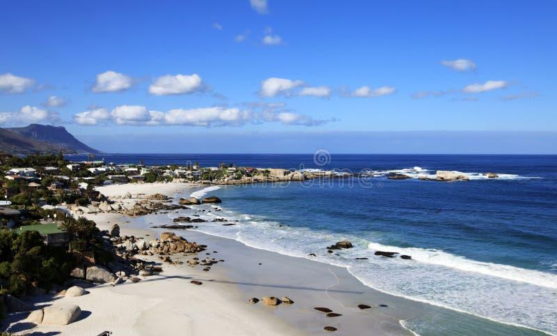 Vue à la plage de Clifton à Capetown photo libre de droits