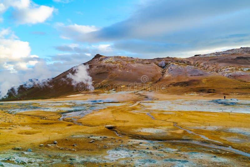 Download Vue à La Région Géothermique De Hverir Photo stock - Image du islandais, fumerolle: 76085040