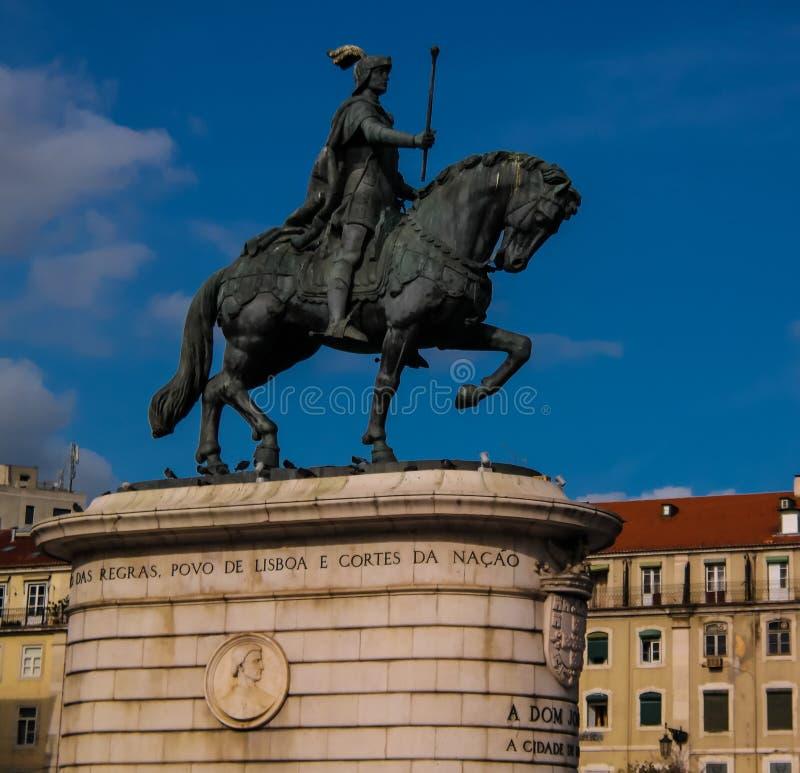 Vue à la statue du Roi Joao I à la place de Figueira, Lisbonne, Portugal image stock