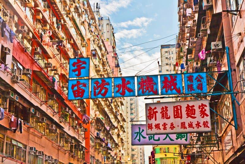 Vue à la vieille façade de gratte-ciel images stock