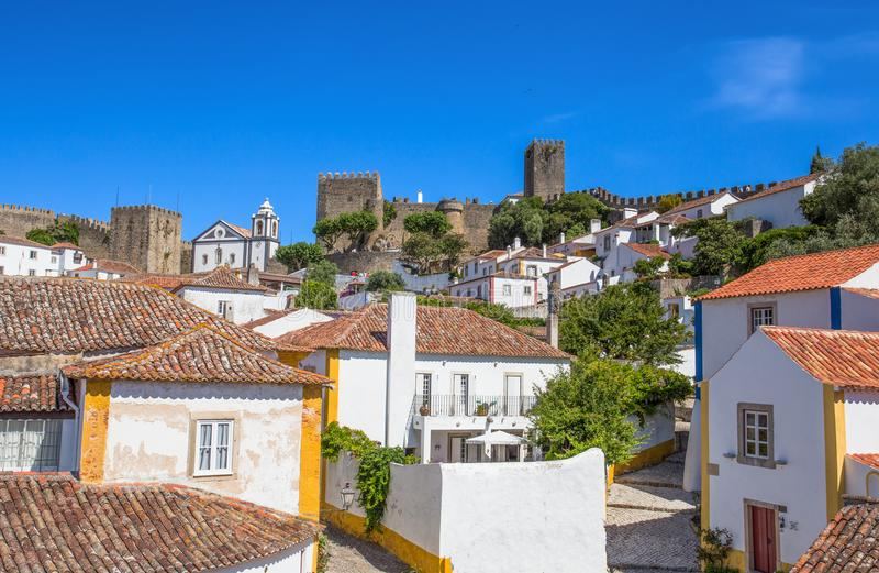 Vue à la ville centrale historique d'Obidos, Portugal photographie stock libre de droits