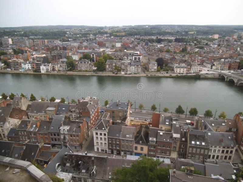 Vue à la ville de Namur d'une colline photographie stock libre de droits