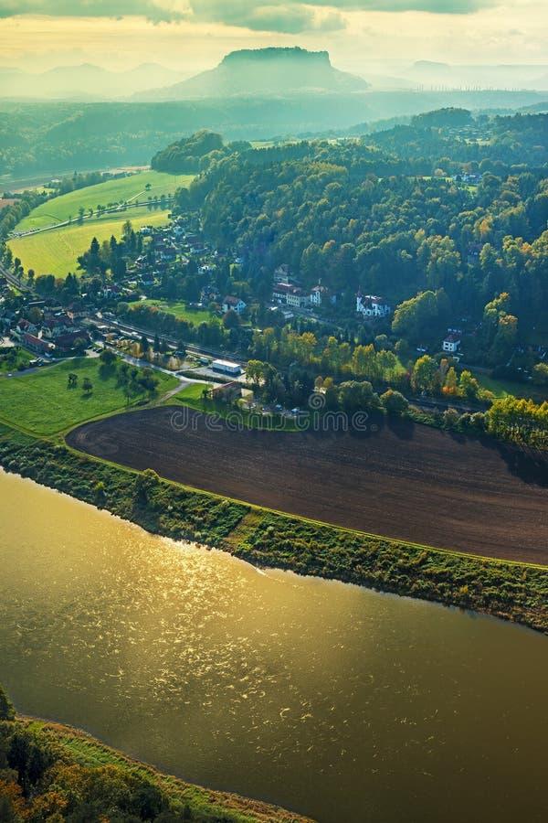 Vue à Lilienstein dans Saxon Suisse Allemagne sur l'humeur de soirée images libres de droits