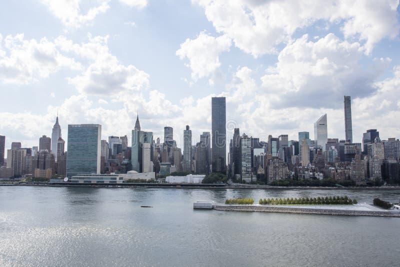 Vue à Manhattan de ville du Long Island dans l'été, New York City, Etats-Unis d'Amérique photo libre de droits