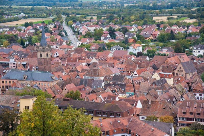 Vue à Obernai par les vignobles image libre de droits