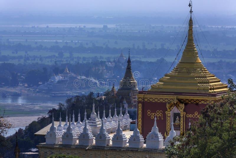 Rivière d'Irrawaddy de colline de Sagaing - Myanmar photo libre de droits