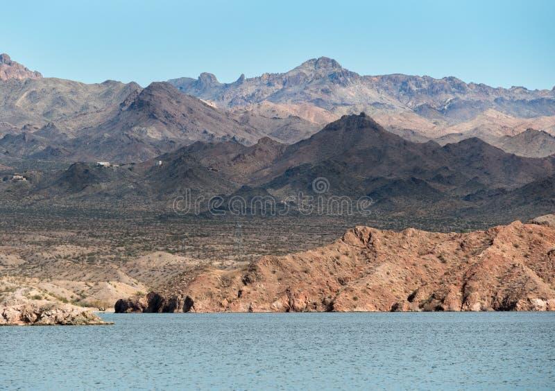 Vue à travers le Mohave de lac photo stock