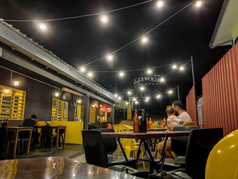 Vue à un secteur extérieur de consommation de restaurant images libres de droits