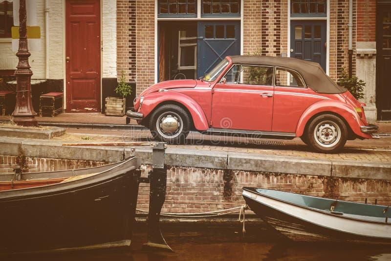 Vue à un vieux canal à Amsterdam photographie stock