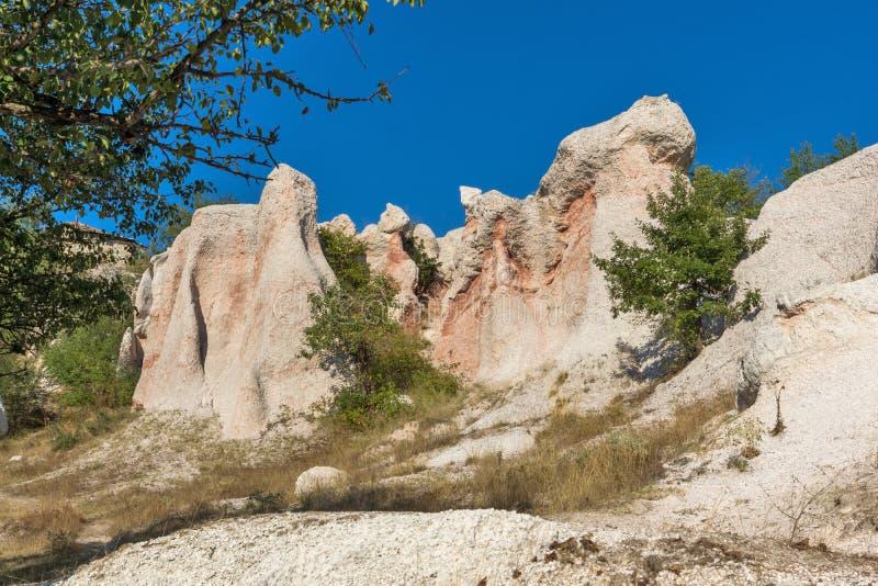 Vue étonnante de la pierre de phénomène de roche épousant près de la ville de Kardzhali images stock