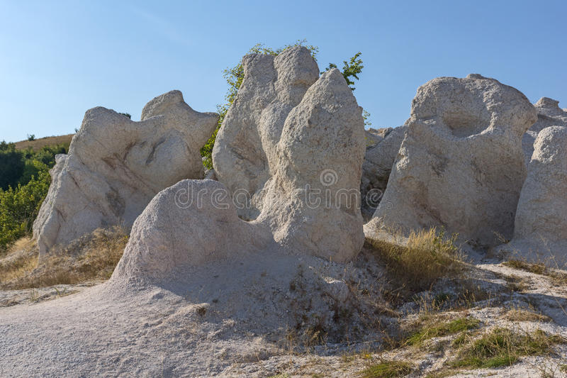 Vue étonnante de la pierre de phénomène de roche épousant près de la ville de Kardzhali photo stock