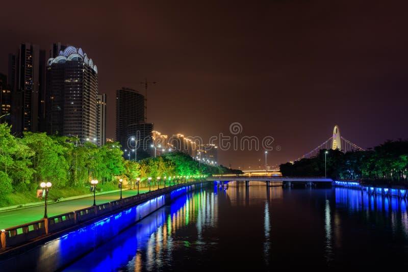 Vue étonnante de nuit du Pearl River dans Guangzhou, Chine photos libres de droits