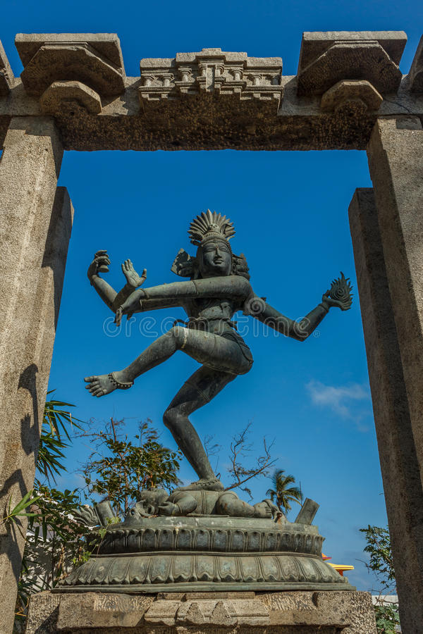 Vue étroite de la sculpture antique en danse de nataraja de seigneur placée entre les piliers, Chennai, Tamil Nadu, Inde, le 29 j images libres de droits