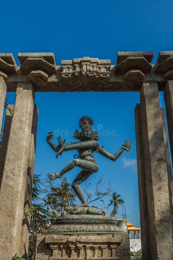 Vue étroite de la sculpture antique en danse de nataraja de seigneur placée entre les piliers, Chennai, Tamil Nadu, Inde, le 29 j images stock