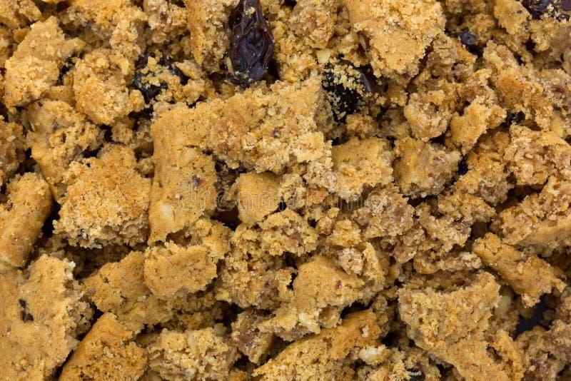 Vue étroite des biscuits de raisin sec emiettés de farine d'avoine images stock
