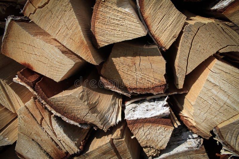 Vue étroite des poutres en bois, fond de bois de chauffage photos stock