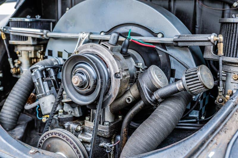 Vue étroite haute de moteur de voiture photos libres de droits