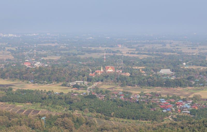 Vue aérienne élevée de Wat Pra qui temple public de Cho Hae chez Phrae, Thaïlande photographie stock libre de droits
