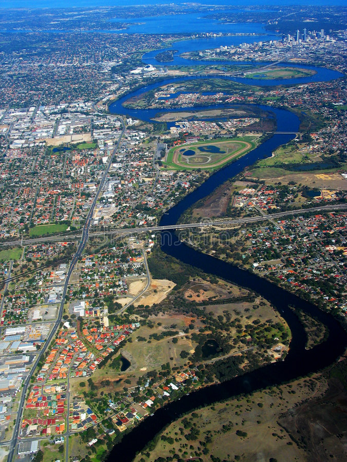 Vue aérienne 2 de fleuve de cygne photos stock