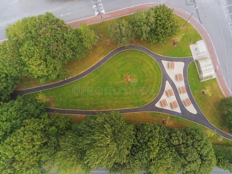 Vue aérienne, aire de pique-nique dans un parc, aménagement paysager et technologie moderne photos libres de droits