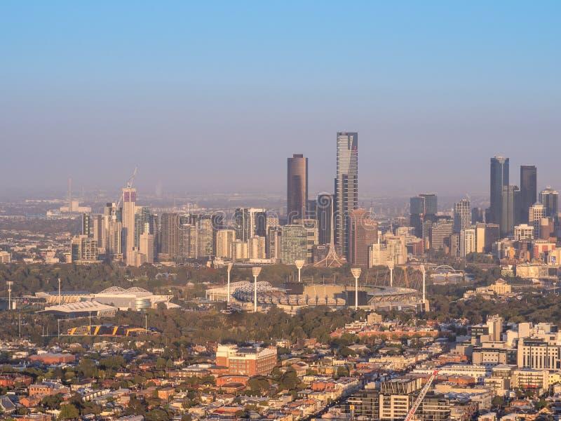 Vue aérienne au-dessus de l'horizon de la ville de Melbourne image libre de droits