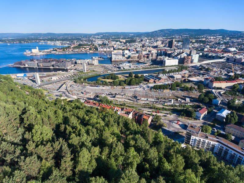 Vue aérienne au sentrum de la ville d'Oslo Compact, activant de nouvelles constructions, routes et rues de witn du centre norway photos stock