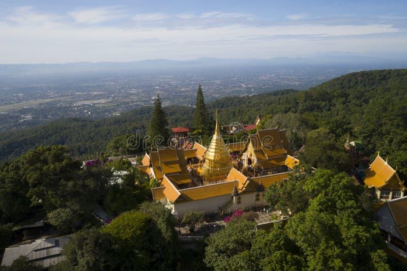 Vue aérienne au temple de Wat Phra That Doi Suthep dans Chiangmai, Thaïlande photos stock
