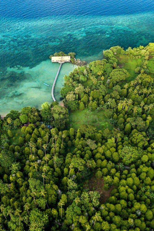 Vue aérienne d'île de Hatta en Indonésie images stock