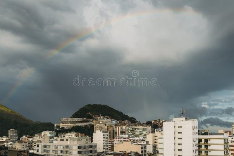Vue aérienne d'arc-en-ciel en Rio de Janeiro, Brésil photos stock