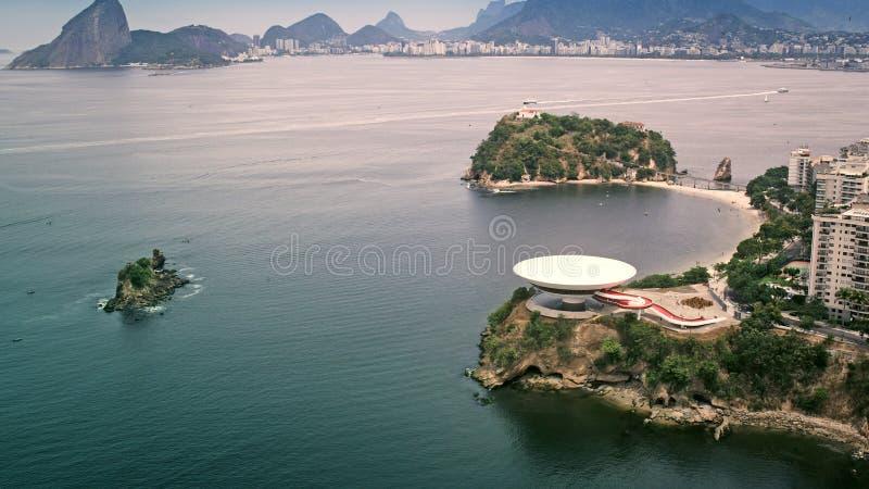 Vue aérienne d'Art Museum contemporain à Niteroi photographie stock libre de droits