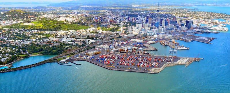 Vue aérienne d'Auckland financière et des ports d'Auckland Nouvelle-Zélande image stock
